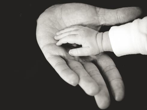 fatherhandbabyhand